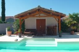 Pool House en béton enduit