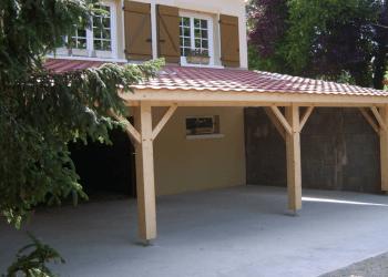Auvent bois traditionnel Doizon