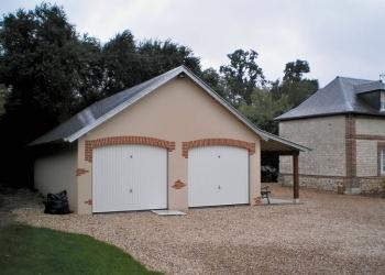 Garage béton 2 pentes et couverture ardoises par Abridis
